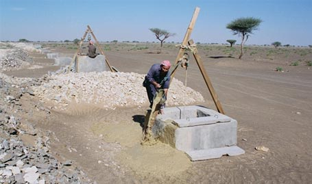 Figure 13 - a picture of one of the workers after the removal of sediment from the tunnel stream through a match Falaj Aldaúda, the source is the city
